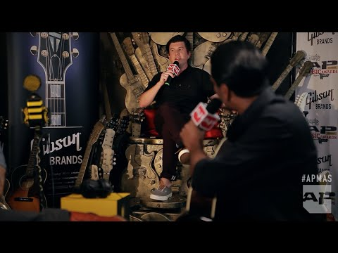 Arun from Saves The Day interviews Motion City Soundtrack in the GIBSON Backstage Lounge