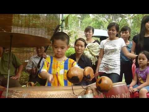 thần đồng âm nhạc 6 tuổi-đánh trống điêu luyện