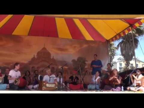 Bhajan - Jai Uttal - Govinda Jaya Jaya - LA Rathayatra (1/2)