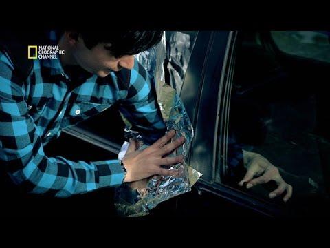 Dévérouiller la portière d'une voiture à l'aide de papier alu