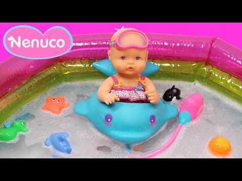 Nenuco Baño de burbujas | La bebé Nenuco se baña en la piscina | Juguetes de Nenuco en español