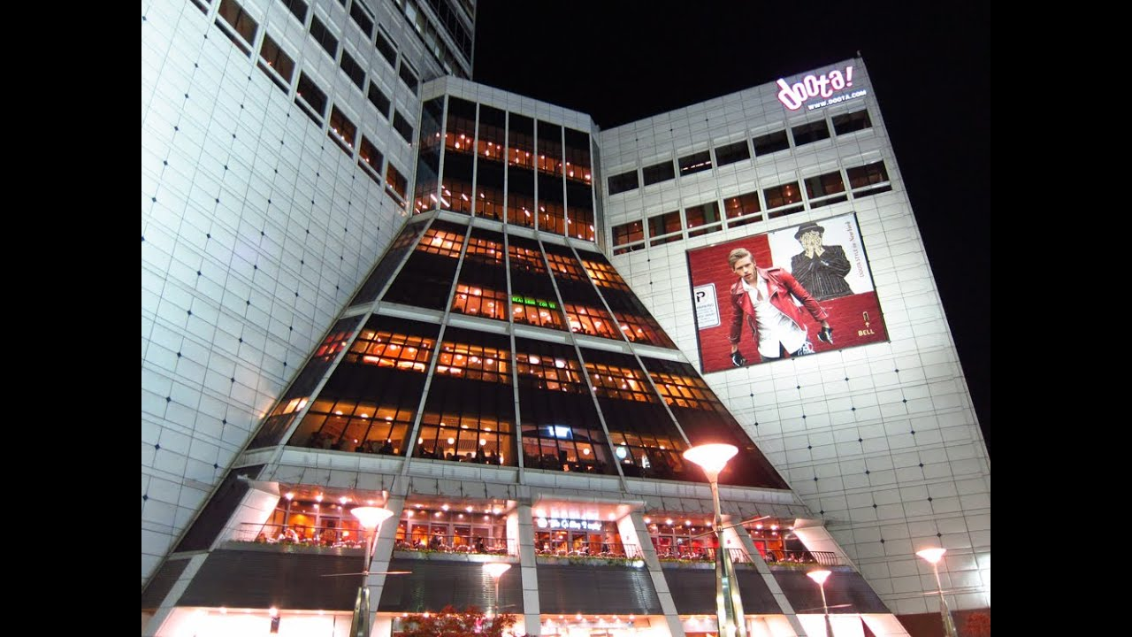 Doota Doosan Tower Shopping Mall at Dongdaemun Market in Seoul