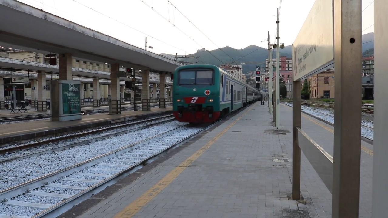 Treno Regionale arriva a Salerno - YouTube
