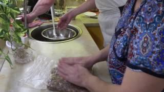 Колбасные жрушки готовят вместе :)))
