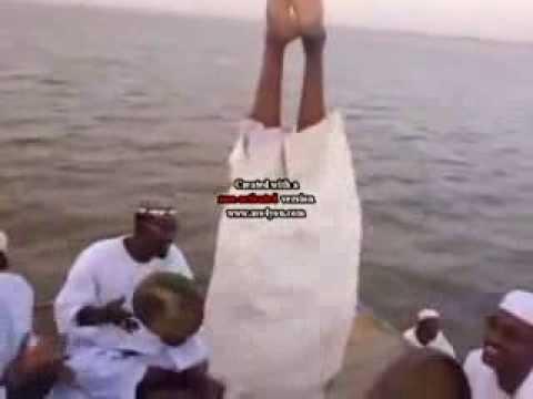 صوفية السودان (المخنثين) - رقص وزغاريد  بحضور شيخهم البرعي thumbnail