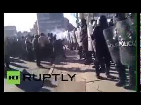 Bosnia and Herzegovina: Riot police clash with protesters in Sarajevo