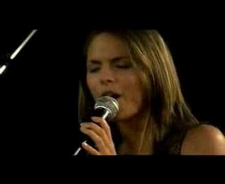 Caitlin Singing On Neighbours