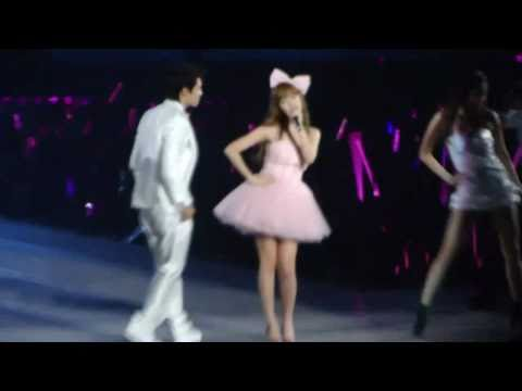 [Fancam] 101016 Jessica(SNSD)-Barbie Girl with Donghae@1st Asia Tour ITNW Concert
