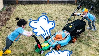 Blippi Lawn Mower vs Little Tikes Lawn Mower | Blippi Fans