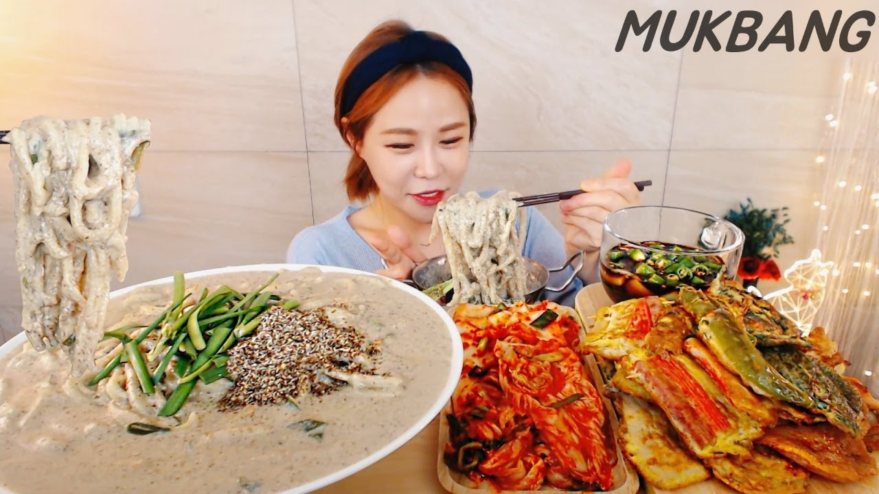 SUB) 꼬소하고 꾸덕한 들깨칼국수에 시원한 배추김치 모듬전 먹방 NOODLES KIMCHI HOT KOREAN FOOD MUKBANG ASMR yummy eating show