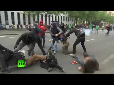 RAW: Protesters, police clash at anti-labor reform rally in Brussels