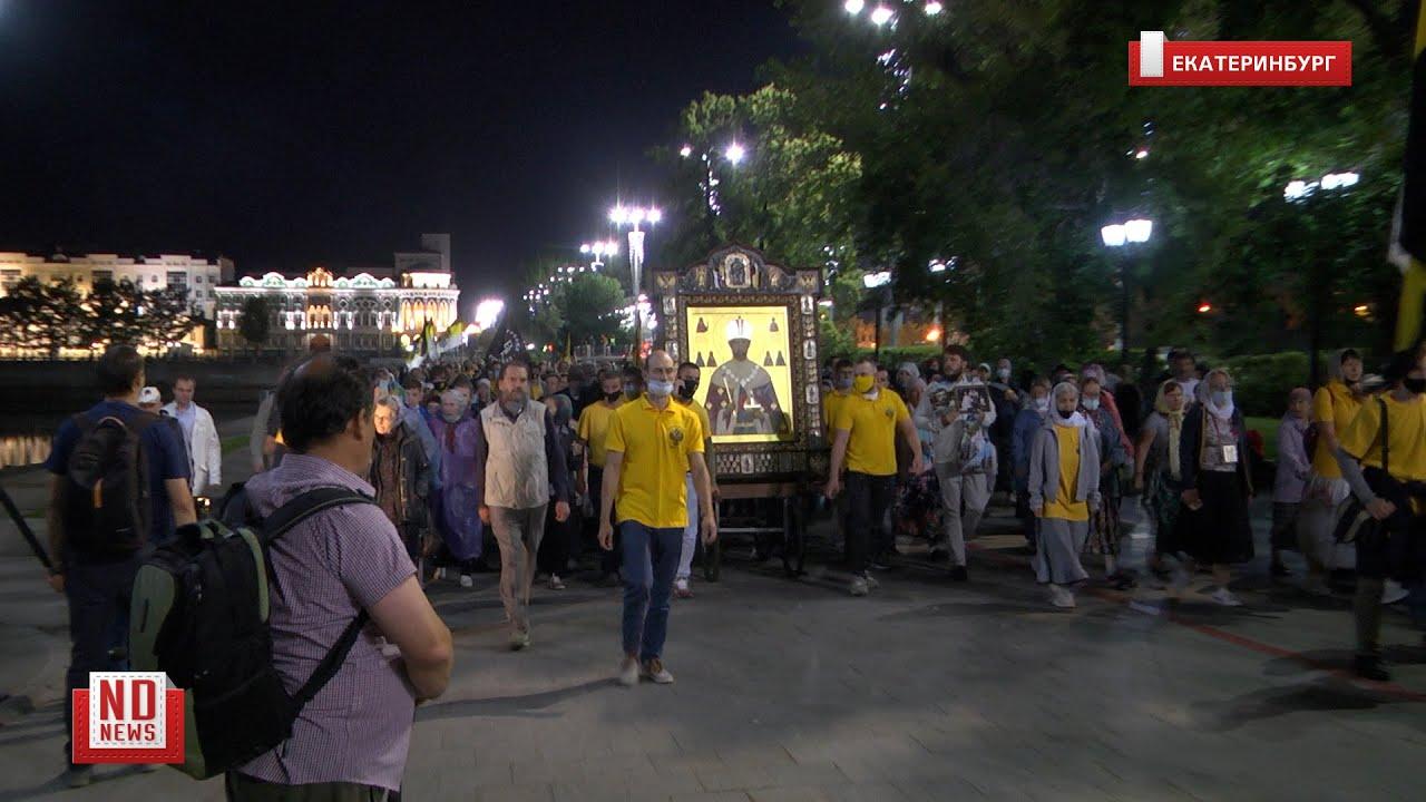 В несанкционированный крестный ход отправились тысячи верующих