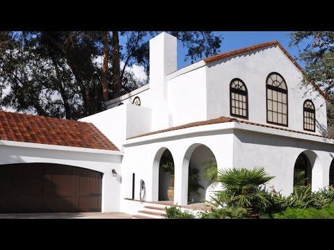 Tesla unveils new solar roof tiles