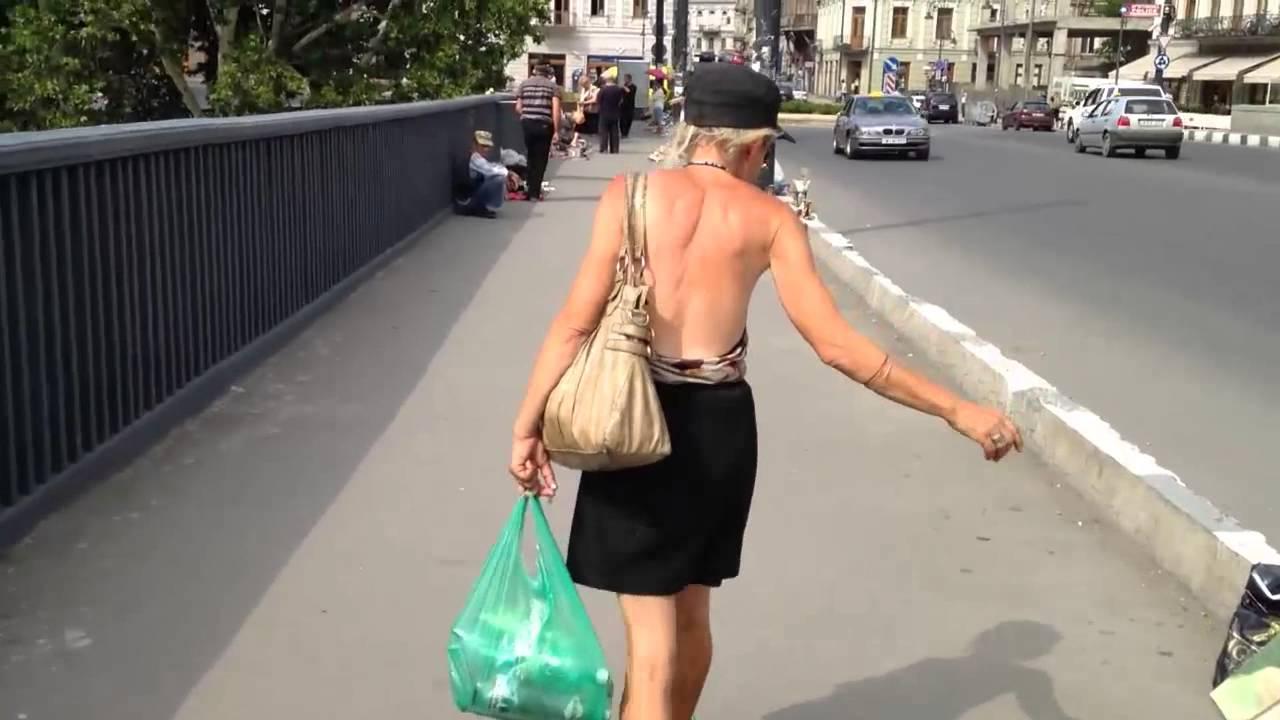 Проиграла голая по улице