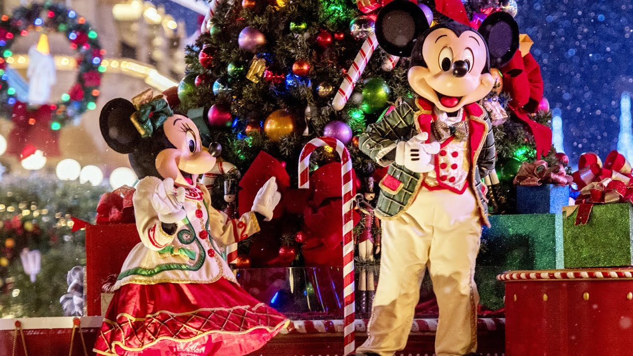Mickey S Once Upon A Christmastime Parade At Very Merry Christmas
