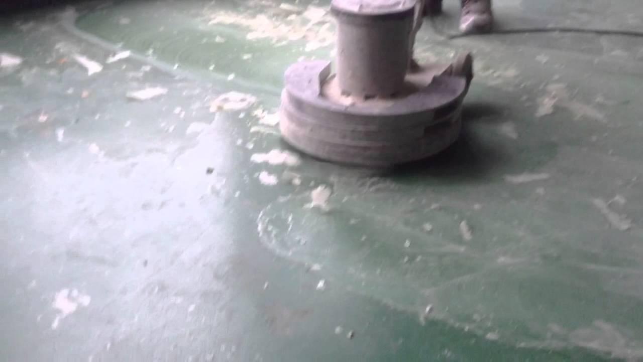 Transparante pu coating verwijderen egaline vloer opruwen met