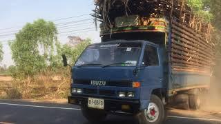 เสียวแทนคนขับจริงๆ-รถบรรทุกอ้อยออกจากไร่-quot-isuzu-npr-115-มีช็อทเสียวๆ