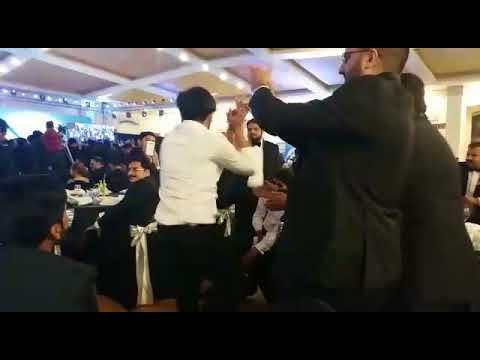 jey mundeya tu merei tor dekhni dance by zubair khan nd his friend