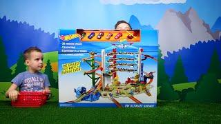 Hot Wheels МЕГАГАРАЖ Несколько треков, машинки, вертолет Весёлое видео для детей Toy tracks for kids(Hot Wheels МЕГАГАРАЖ и Трек очень крутой! В комплекте 5 машинок Хот Вилс и один вертолет. Гараж на 36 паркомест...., 2016-03-26T06:00:00.000Z)