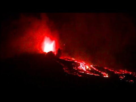 Download That is scary! The volcano is growing bigger and bigger. Live news from the Canary Islands La Palma