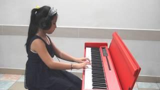 Hà Phước Minh Anh (Học sinh trường nhạc Hóa Quang) - We wish you a Merry Christmas - KORG LP380
