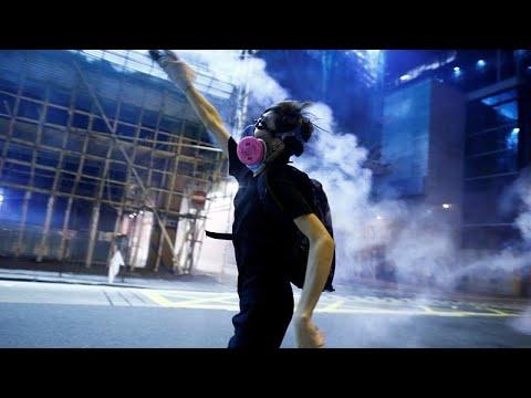 شاهد: تجدد المواجهات بين الشرطة ومحتجين في شوارع هونغ كونغ …  - 19:53-2019 / 8 / 14