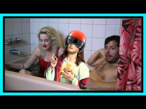 Bathtime with Du Blonde