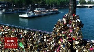 'Lovelocks' collapse Paris bridge rail - BBC News