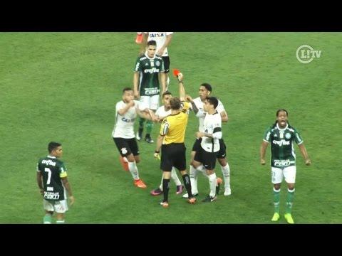 Árbitro comete erro bizarro e expulsa jogador do Corinthians