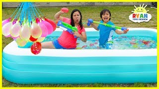 Bunch O Balloons Water Fight Ryan vs Mommy in Kiddie Pool!