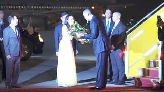 Obama Arrives in Hanoi, Vietnam