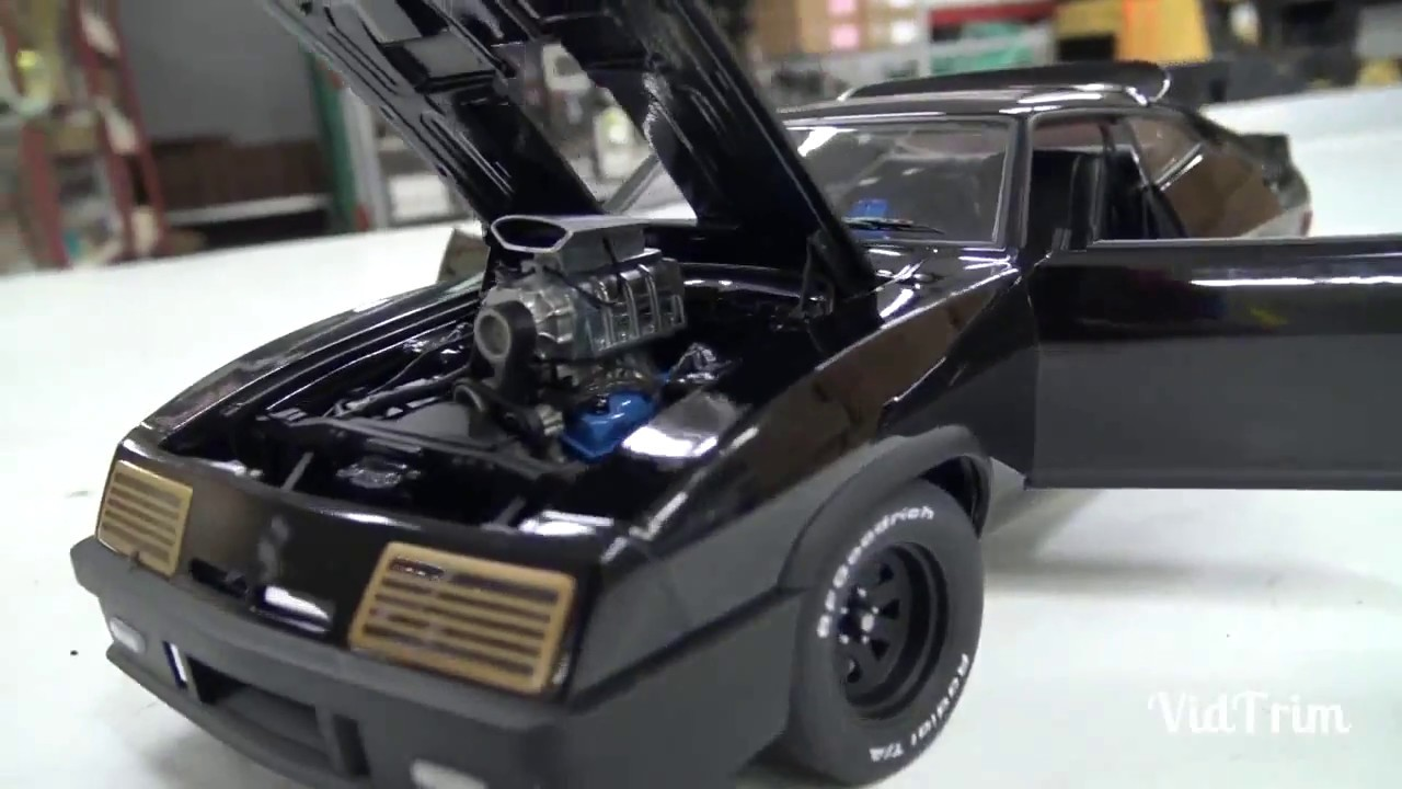 Diecast Car 1:18 Ford Falcon (Mad Max)