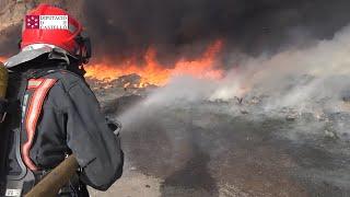 Bomberos de Castellón intervienen en el incendio de Reciplasa