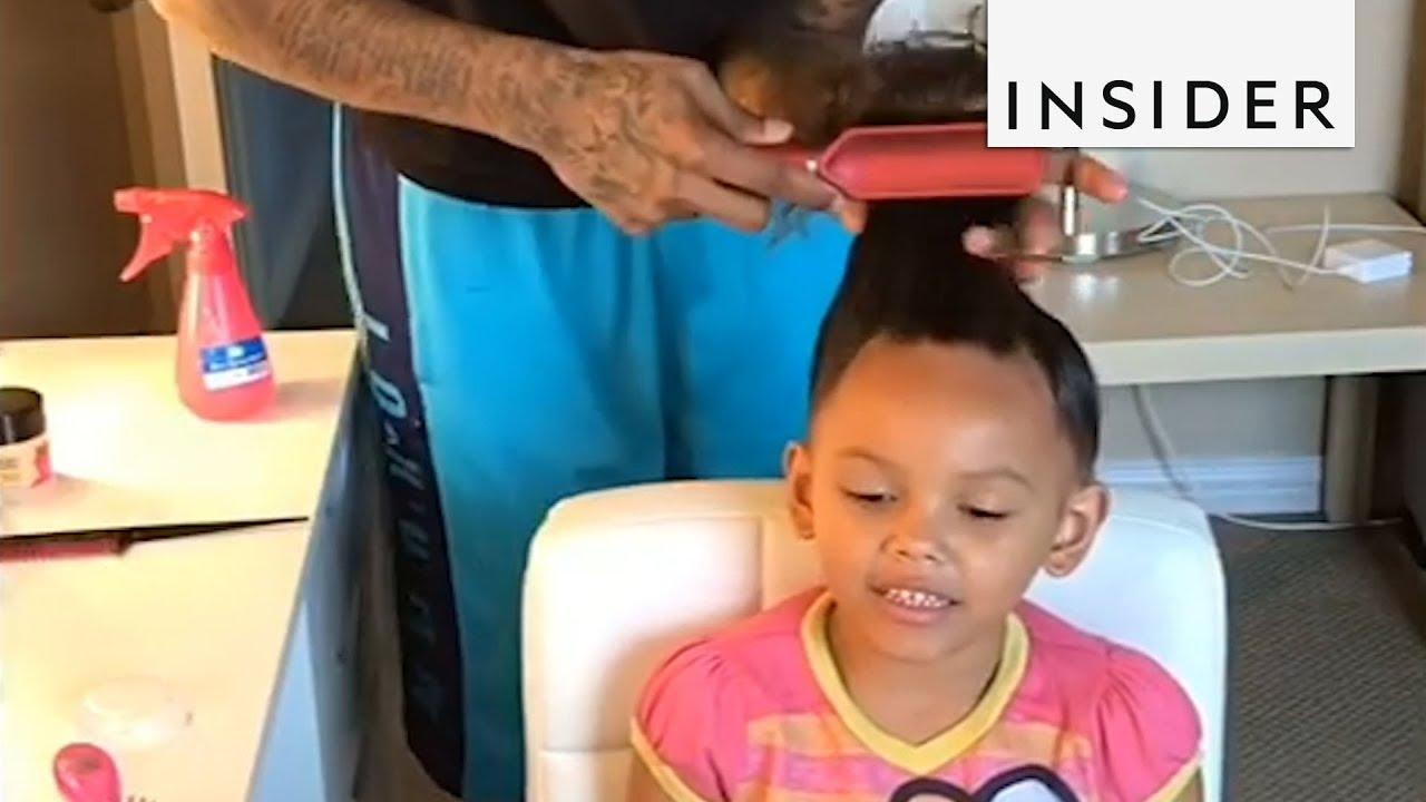 Кул татко ѝ прави фризури на ќерката од туторијали