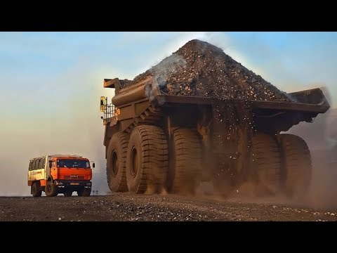 World's Largest Truck in Action - Extreme Mining Dump Truck BelAZ-75710