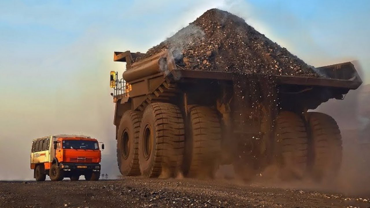 World S Largest Truck In Action Extreme Mining Dump Truck Belaz