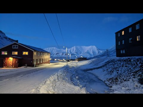 Trip to the Arctic.... Day 2, A Hike Around Longyearbyen