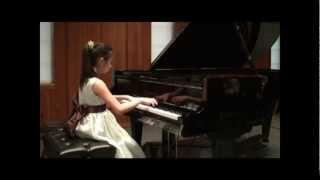 The Lark by Mikhail Ivanovich Glinka performed by Vi Nguyen
