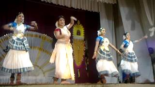 navya nair - dance- at ettumanoor temple