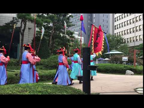 Changing of the royal guards - Seoul, South Korea