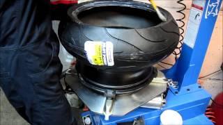 Мотошиномонтаж в Москве(Мотошиномонтаж и балансировка в мото сервисе MOTO-ONE на примере заднего колеса Kawasaki Ninja ZX10R. Работа по переобув..., 2014-02-28T01:24:21.000Z)