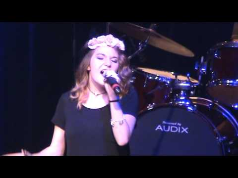 Haley Simpson singing at the Cactus Theater