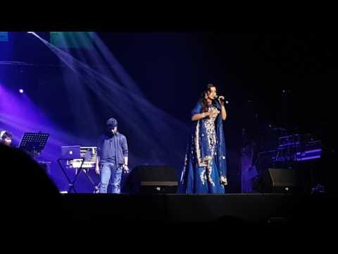 Shreya Ghoshal Live - Nagada Sang Dhol (Ram Leela)