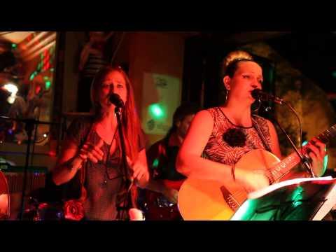 Jukin' Mamas - All about that Bass, au Sextius Bar à Aix
