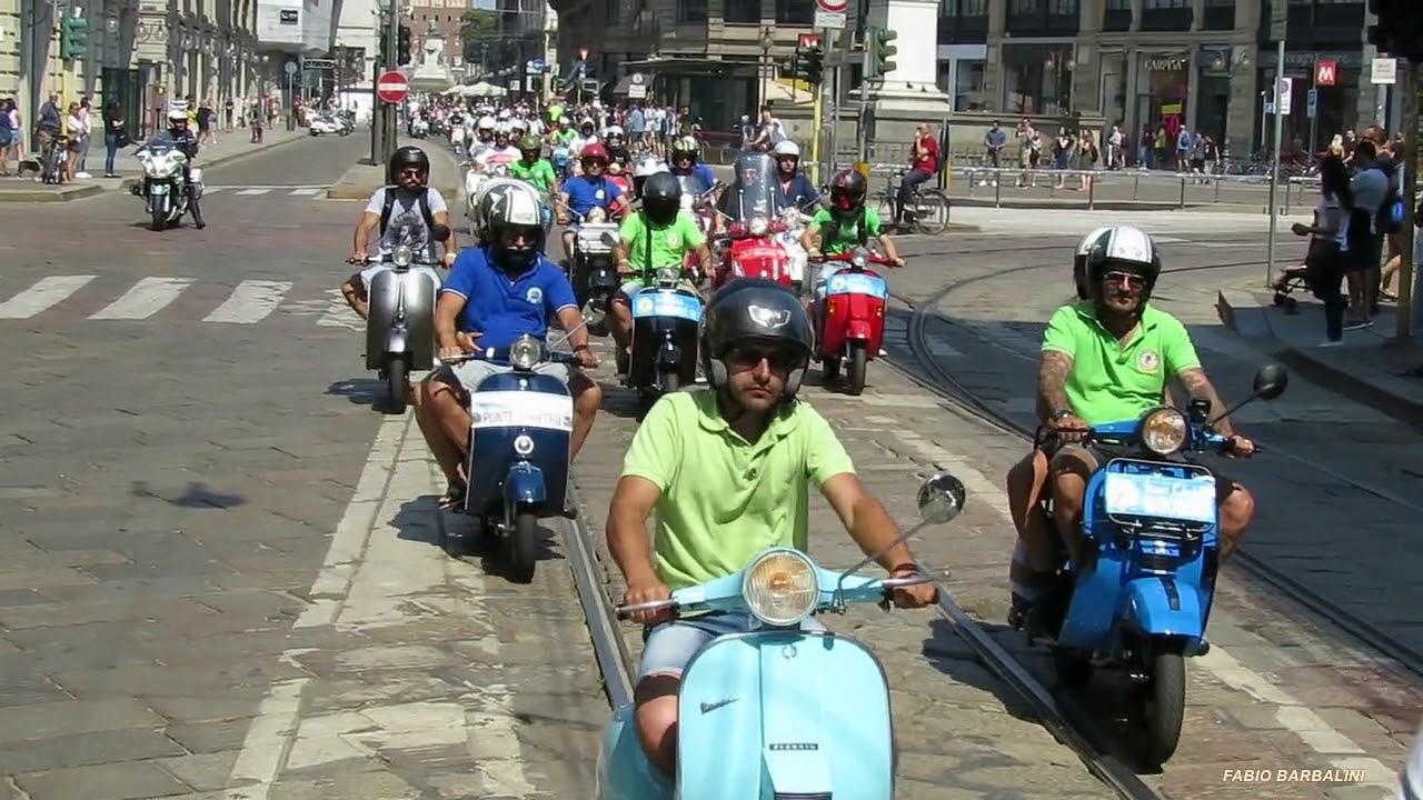 Raduno Vespa Club Milano - Parata nel centro città