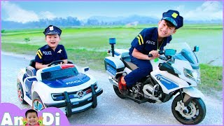 Andi Unboxing and Assembling Power Wheels Police Cars Motorcycles Toys for Kids