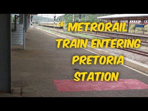 Metrorail train entering Pretoria station