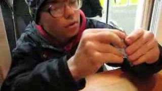 Парень пытается купить телефон за 50 руб(Ппарень пытается купить телефон за 50 руб на рынке Юнона в Санкт-Петербурге., 2008-11-04T21:24:45.000Z)