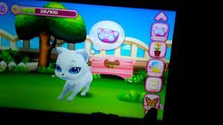 Плюшевый котик играет в игру про котов