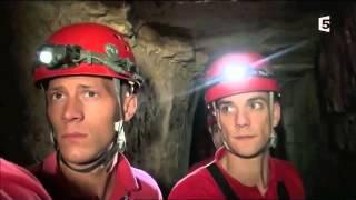 Pompiers dans les catacombes